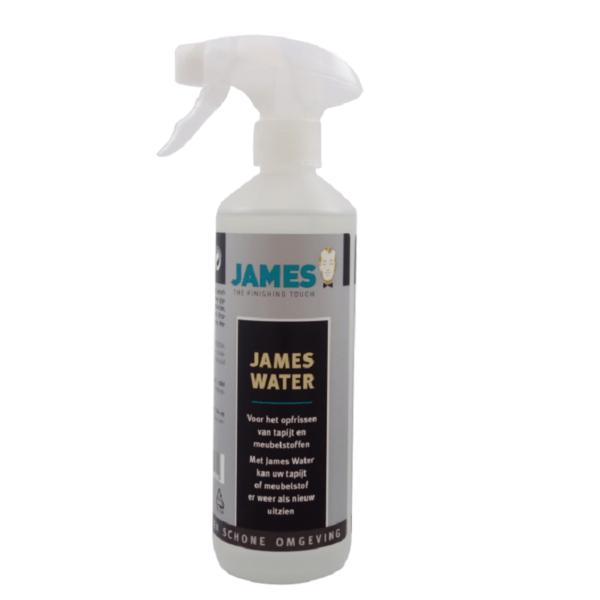 Water voor opfrissen meubels en tapijt