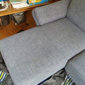 Chaise-Longue-bank-met-schoonmaakkringen-na-reiniging